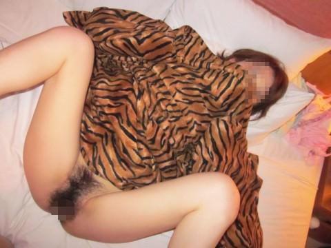 おまんこパックリ開いてる素人娘のエロ画像 389