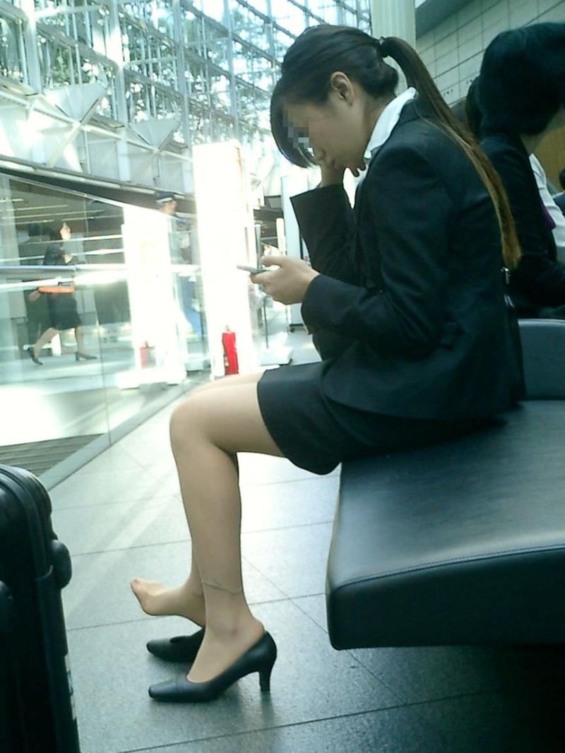 タイトスカートを履いた素人OLの街撮りエロ画像 397