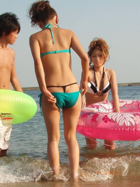 夏の暑さが吹き飛ぶ素人ビキニギャルのお尻のエロ画像 448