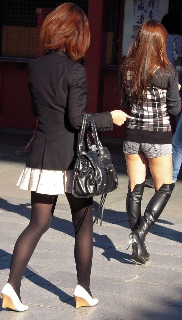 黒パンストで街を歩くOLやお姉さんたちのエロ画像 479