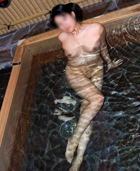 元カノとのお泊り旅行で露天風呂に一緒に入って写メった投稿エロ画像 537