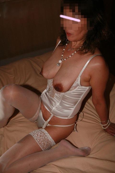 熟女のババ臭い香りと女の良い香りが混在する素人の人妻エロ画像 650