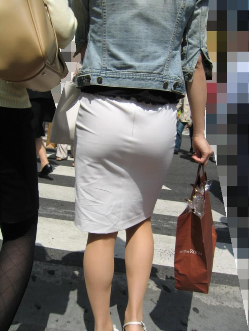 タイトスカートを履いた素人OLの街撮りエロ画像 652