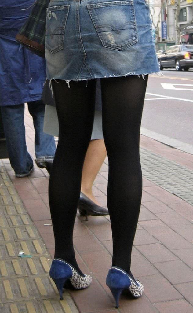 黒パンストで街を歩くOLやお姉さんたちのエロ画像 679
