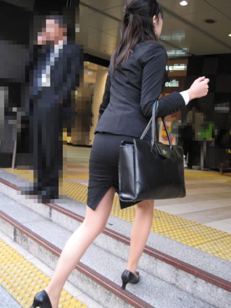 タイトスカートを履いた素人OLの街撮りエロ画像 752