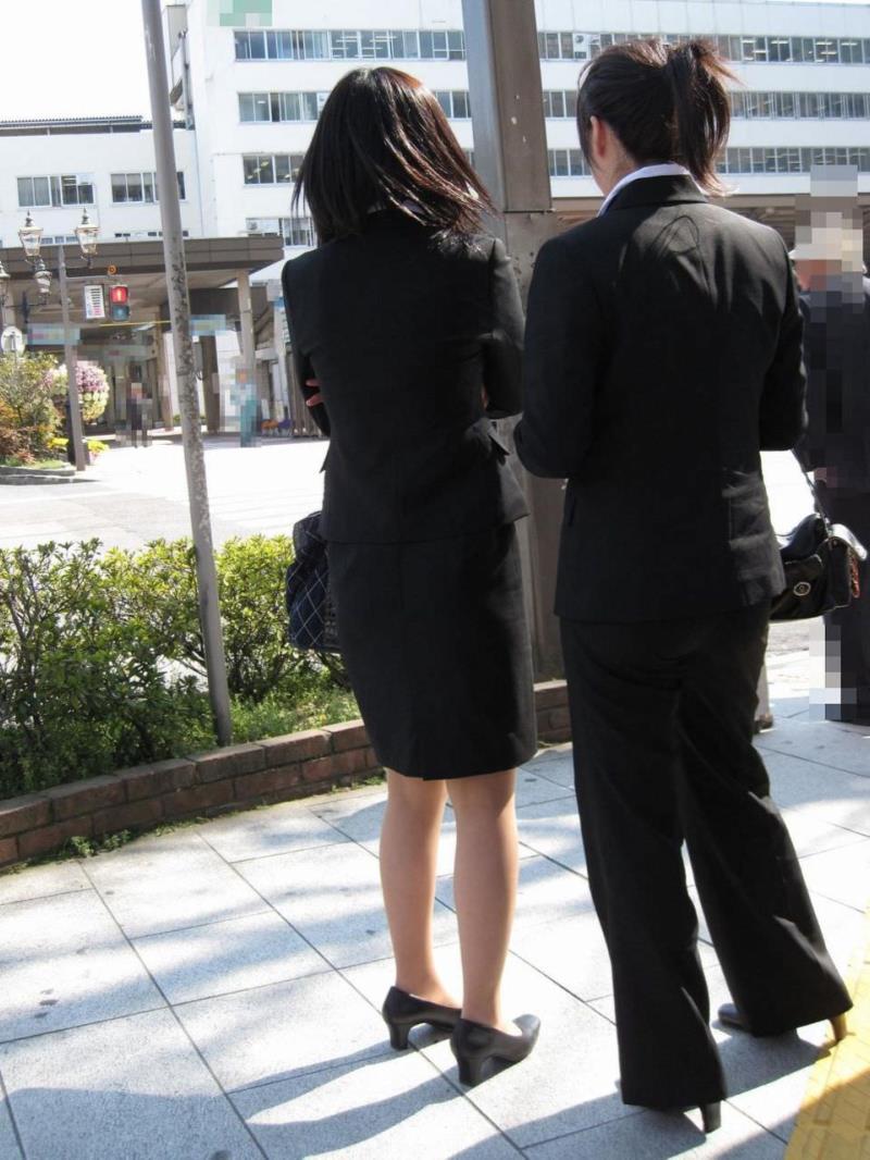 タイトスカートを履いた素人OLの街撮りエロ画像 852