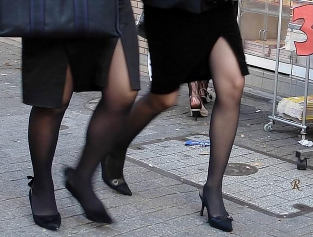 黒パンストで街を歩くOLやお姉さんたちのエロ画像 978