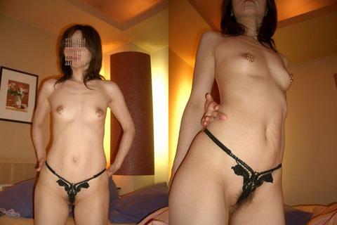 弛んだ肉に下着が食い込む人妻熟女のエロ画像 990