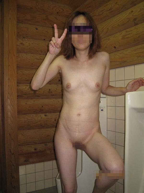 本物のトイレで肉便器達が性癖開放してるヤバいエロ画像 12126