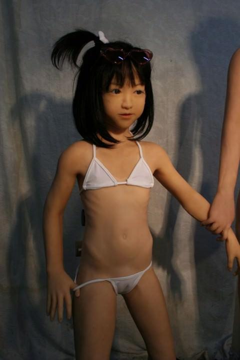 少女趣味のおっさんがリアルなダッチワイフとセックスしてるヤバいエロ画像 1225