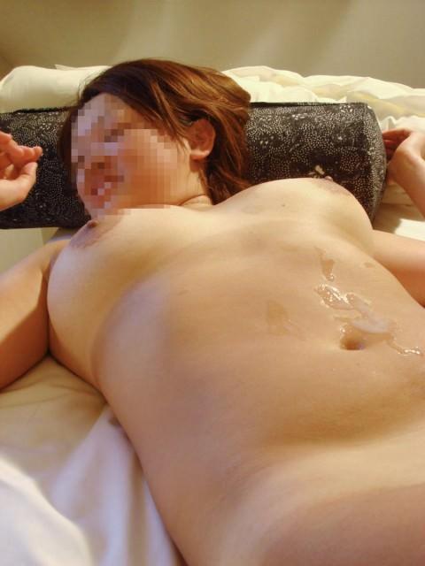 体のいろんな所にザーメンぶっかけられてるセフレのエロ画像 1232