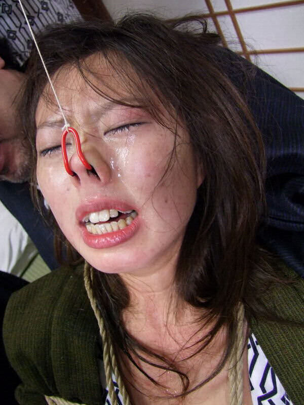 鼻フックされて不細工な顔になっちゃったヤバいエロ画像 13124