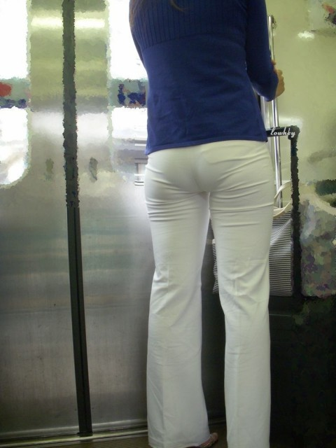 ズボンやスカートにパンツが透けてるお尻の街撮りエロ画像 1619