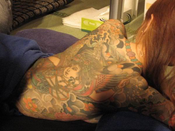 刺青やタトゥーを入れてる女達のヤバいエロ画像 17101