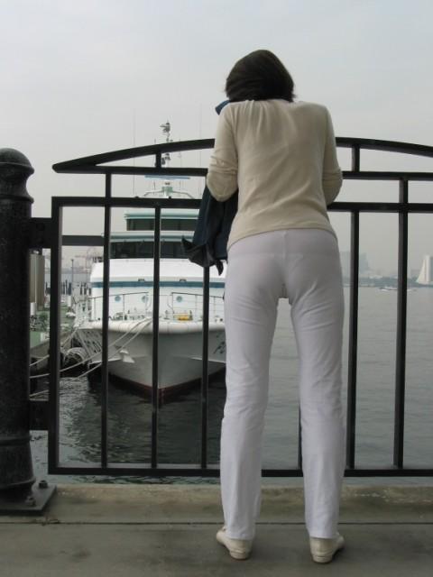 ズボンやスカートにパンツが透けてるお尻の街撮りエロ画像 1719