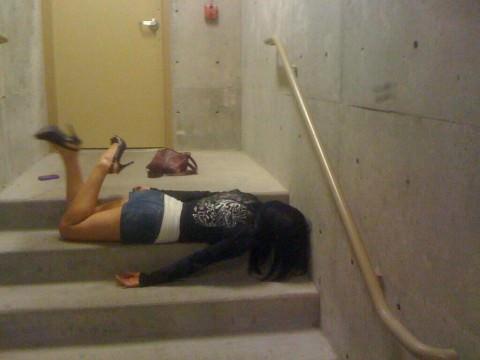 泥酔した女子が恥ずかしい姿になってるヤバい街撮りエロ画像 1843