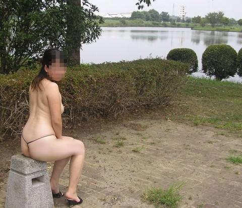 刺激を求め続ける女が行き着いた結果の露出エロ画像 2158