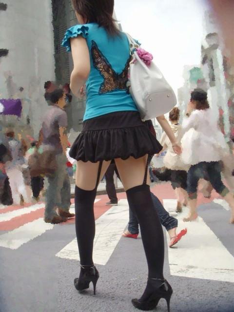 ニーソが作り出す絶対領域のエロさに感動した街撮りエロ画像 2230