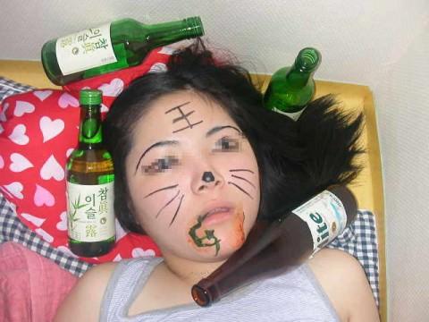 泥酔した女子が恥ずかしい姿になってるヤバい街撮りエロ画像 3012