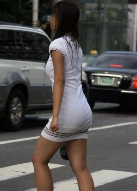 ズボンやスカートにパンツが透けてるお尻の街撮りエロ画像 320