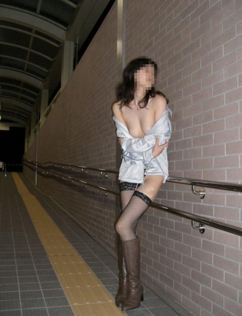 刺激を求め続ける女が行き着いた結果の露出エロ画像 3515