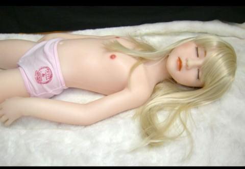 少女趣味のおっさんがリアルなダッチワイフとセックスしてるヤバいエロ画像 424