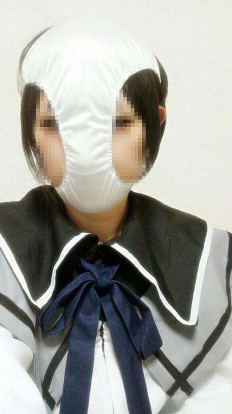 パンティー被って変態仮面プレイで遊ぶおふざけエロ画像 485