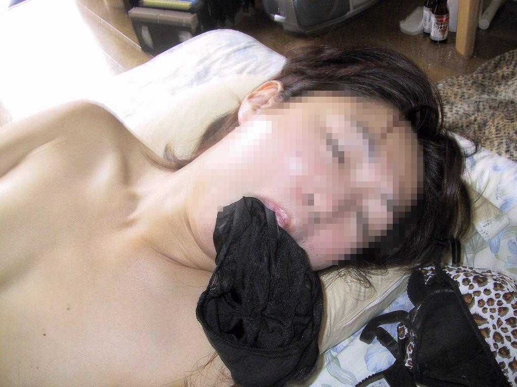 自分の臭いパンティーで口を塞がれセックスヤバいエロ画像 5104
