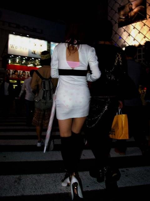 ズボンやスカートにパンツが透けてるお尻の街撮りエロ画像 620