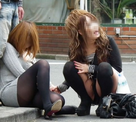 泥酔した女子が恥ずかしい姿になってるヤバい街撮りエロ画像 649