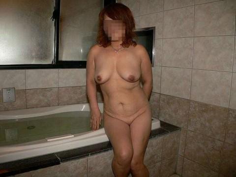 熟女ならではの体付きが堪らない不倫中のセフレ人妻エロ画像 723