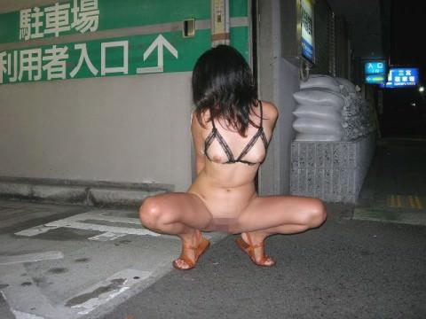 刺激を求め続ける女が行き着いた結果の露出エロ画像 862