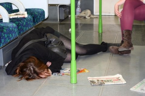 泥酔した女子が恥ずかしい姿になってるヤバい街撮りエロ画像 949