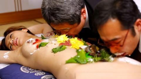 まんカスが隠し味になってる女体盛りのエロ画像 982
