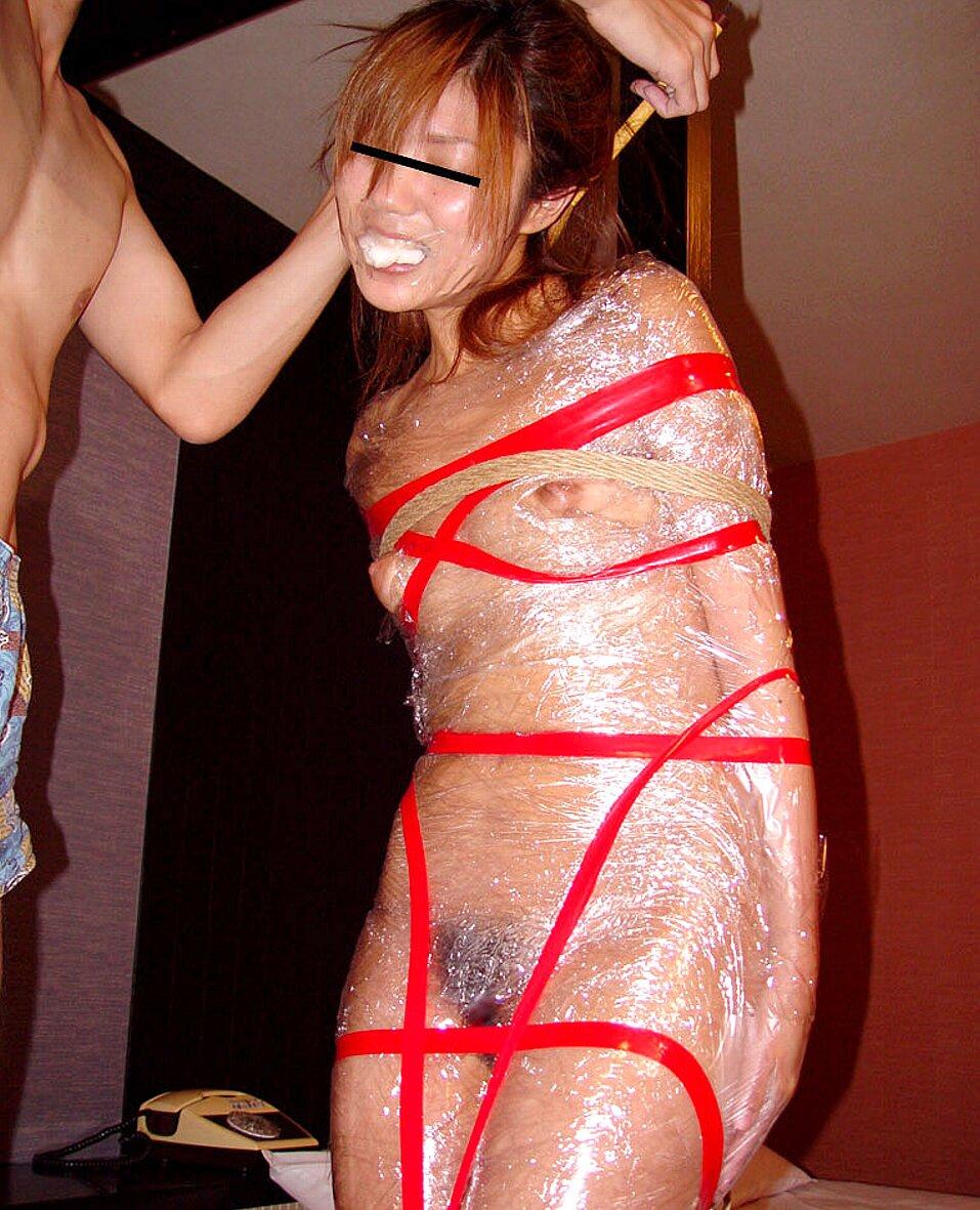 【画像】女をグルグル巻にテープ緊縛するヤバいSMエロ画像 1046