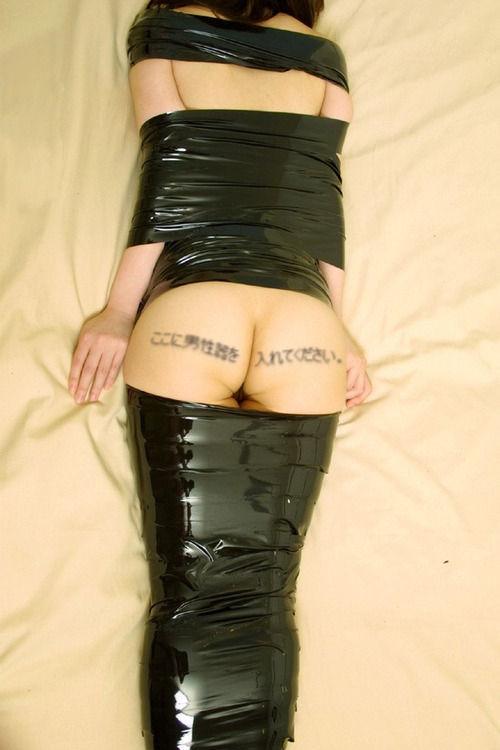 【画像】女をグルグル巻にテープ緊縛するヤバいSMエロ画像 1170