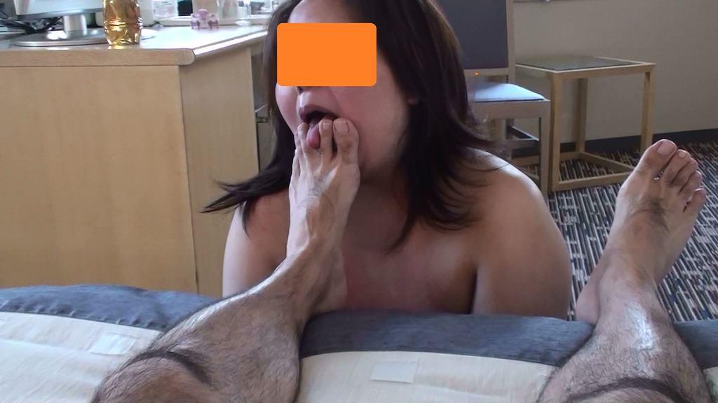 女を完全服従させてフェラの様に足舐めさせてるエロ画像 12100
