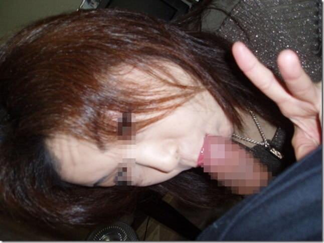 出会い系を使ってセックスしまくってるビッチが余裕のピースフェラしてるエロ画像 1377