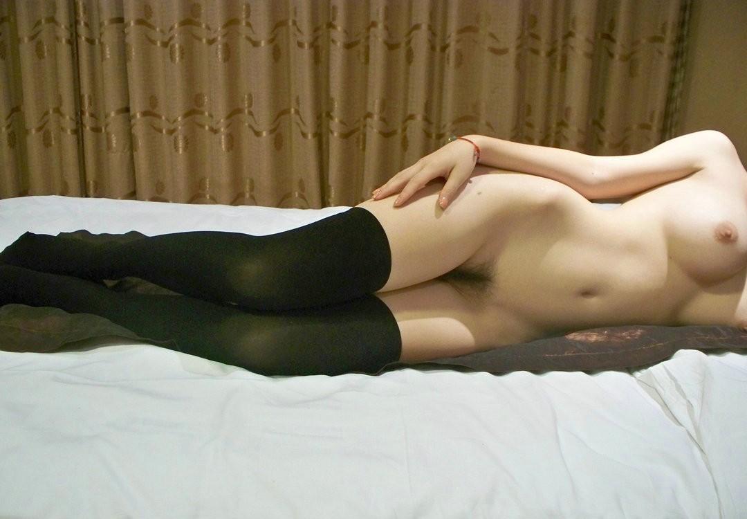 【画像】ニーソやソックスを履かせたままの方が興奮するフェチなセックスエロ画像 1444
