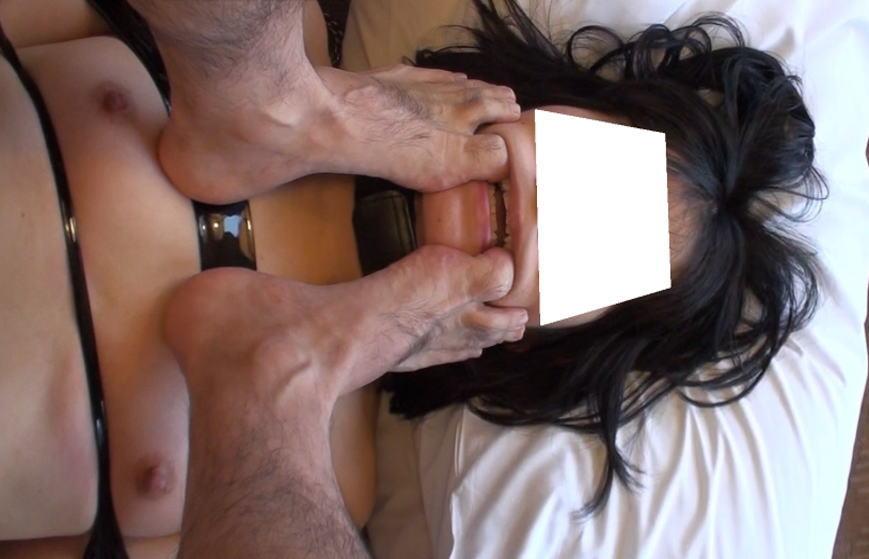 性奴隷がご主人様に踏んづけられてるヤバいSMエロ画像 16100