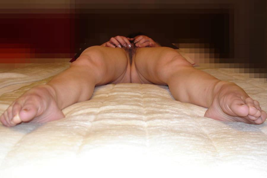 ドスケベ女のつま先に力が入る程感じちゃってる足ピンオナニーのエロ画像 16156