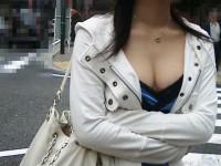 街中でこっそり激写された着衣おっぱい&谷間のエロ画像