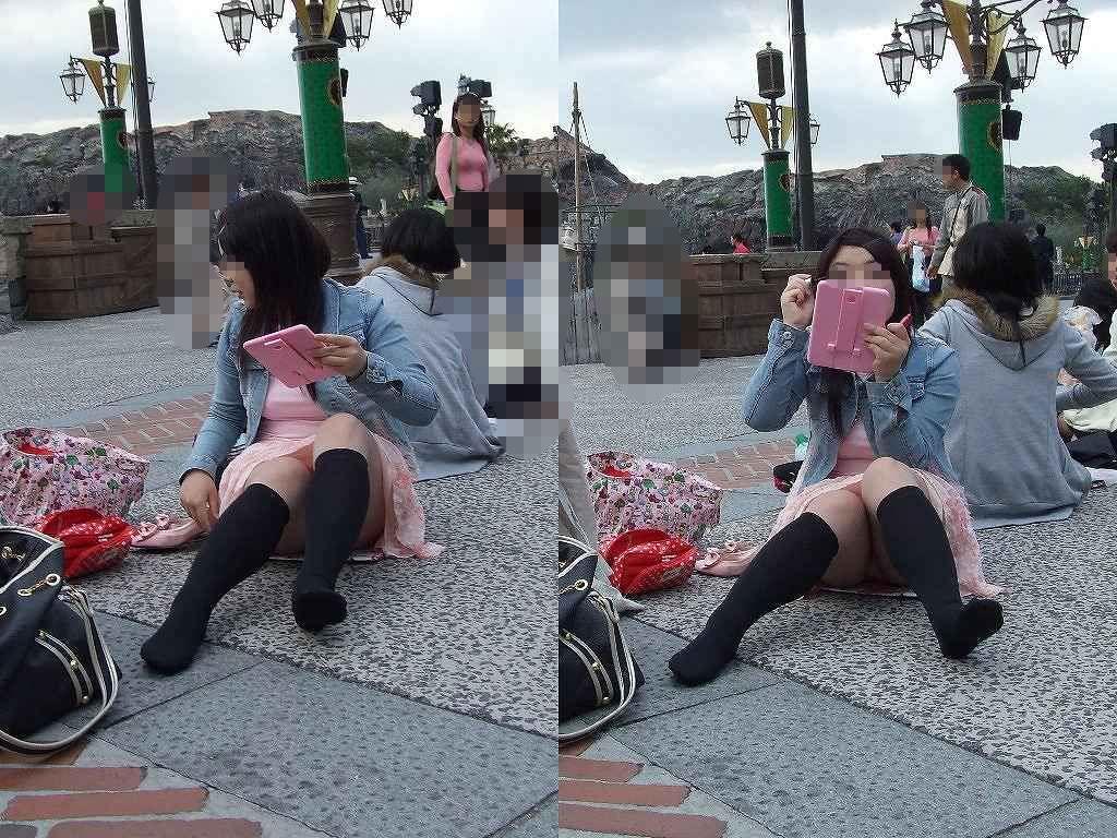 スカートでしゃがみパンチラしてる素人娘のエロ画像 20117