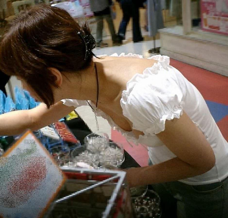 激写された素人美女たちの街撮りおっぱいのエロ画像 21134