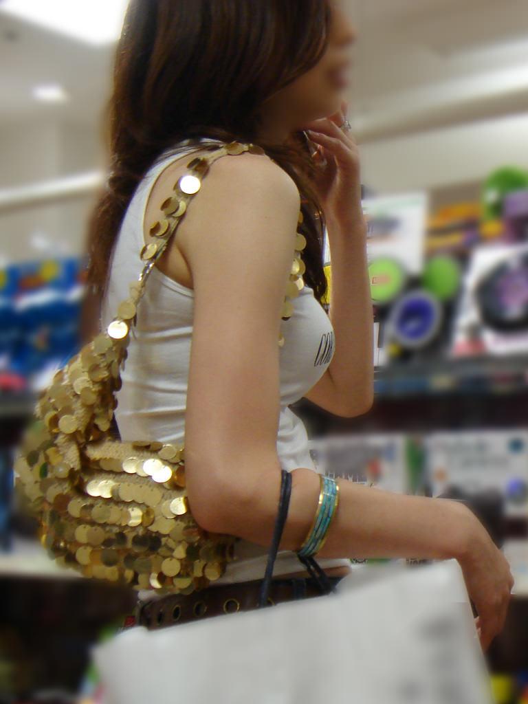 街撮りした素人娘たちの着衣おっぱいの横乳エロ画像 22121