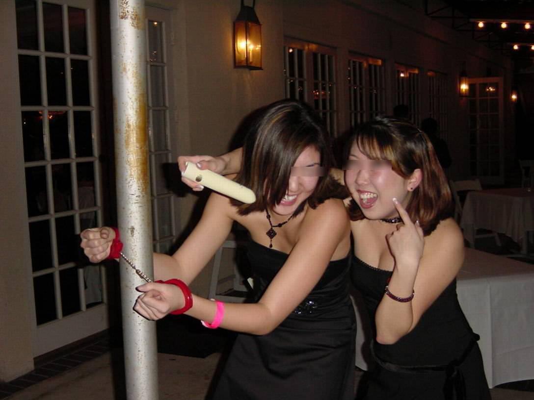 酒が回ってハメ外し過ぎな女達のヤバいエロ画像 2323