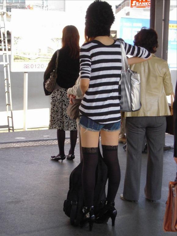 外が天国に思えてくる女達の街撮りエロ画像 2663