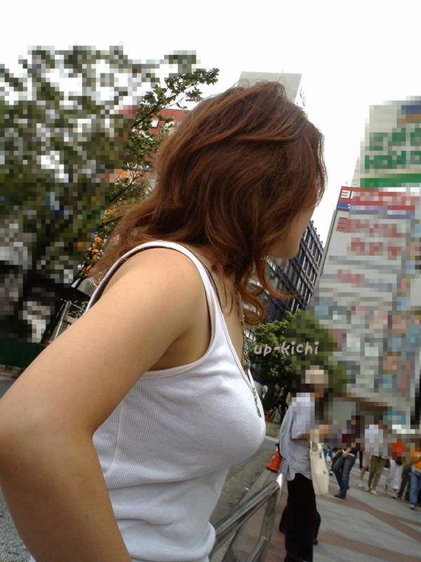 街撮りした素人娘たちの着衣おっぱいの横乳エロ画像 2672