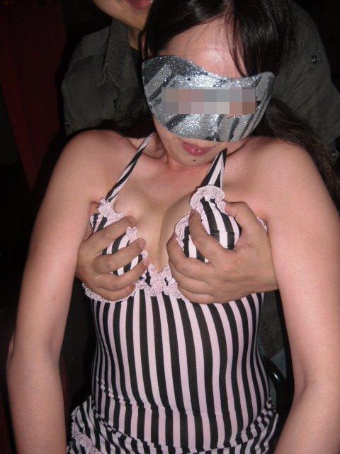 ハプニングバーでこっそり隠し撮りされたエロ女たちの醜態をご覧くださいwwww 2704