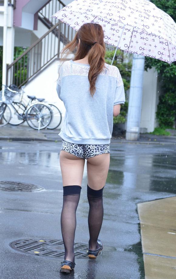 ホットパンツを履いたギャルのお尻がはみ出てる街撮りエロ画像 307